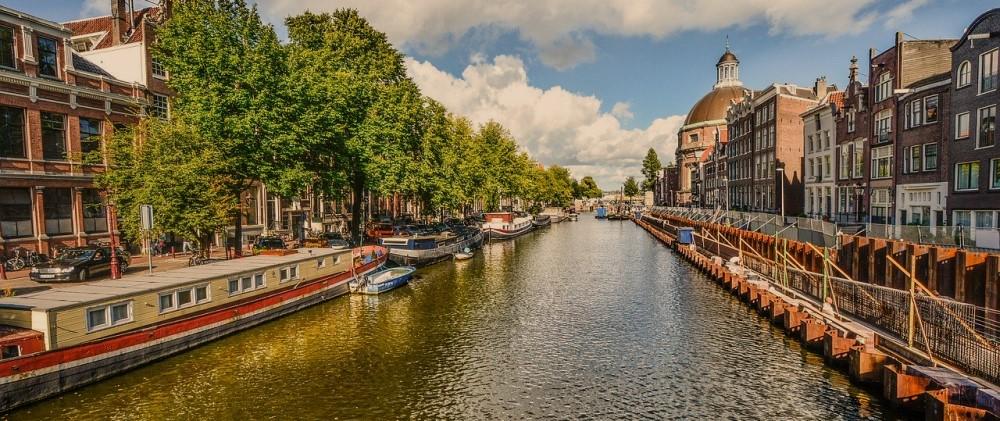 Quay walls in Amsterdam's historic city center